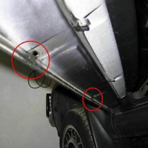 Wasserablauflöcher an der Unterseite der Autotüren