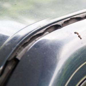 Kaputte Autodichtung führt zu Feuchte im Auto